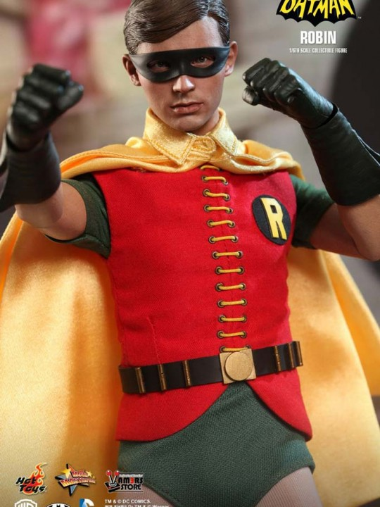 Vamers Store - Hot Toys - MMS219 - Batman 1966 Collectible Robin Figure 03