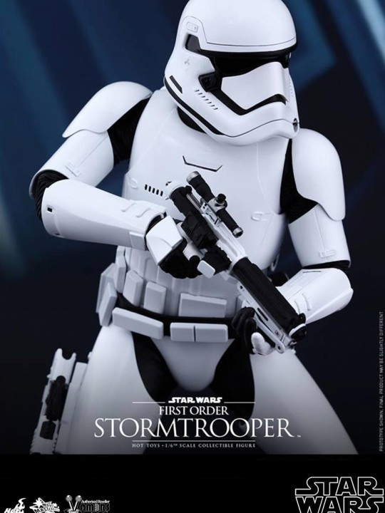 Vamers Store - Hot Toys - MMS319- Disney's Star Wars Episode VII The Force Awakens - First Order Stormtroppers Collectible Set - 01