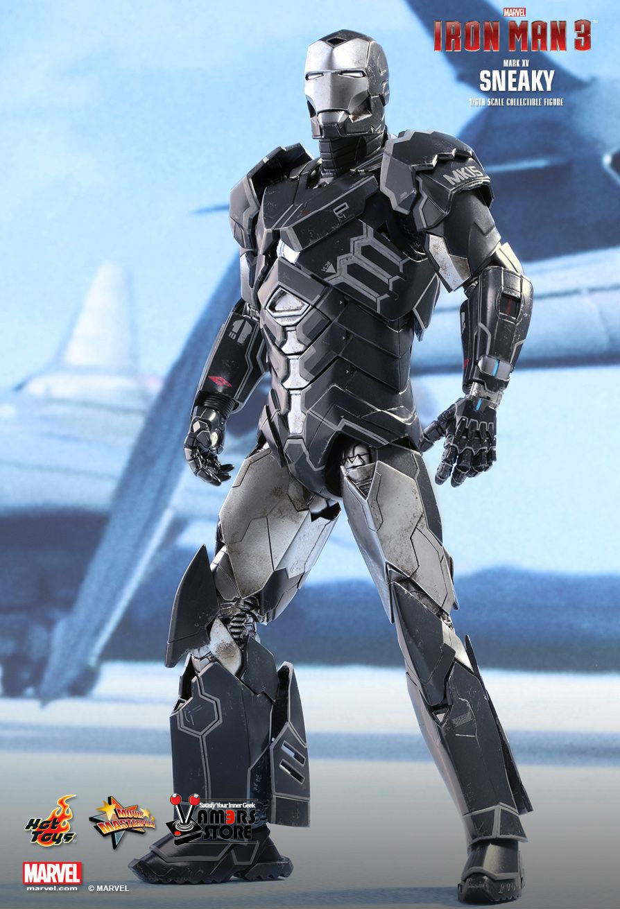 Marvel Iron Man Mark XV Sneaky Sixth Scale Figure by Hot 86fa7cf9165
