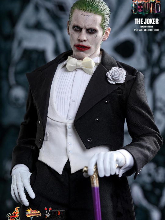 Vamers Store - Hot Toys - MMS395 - Suicide Squad - Joker (Tuxedo Version) - 12